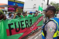 STO02. SANTO DOMINGO (REPÚBLICA DOMINICANA), 21/06/2017.- Miembros del Movimiento Marcha Verde, protestan frente a las oficinas de la constructora brasileña Odebrecht hoy, miércoles 21 de junio de 2017, en Santo Domingo (República Dominicana). El movimiento que lucha contra de la corrupción y la impunidad, demanda la investigación por el supuesto pago de 92 millones de dólares por parte de la empresa Odebrecht en sobornos para acceder a contratos en el país. EFE/ Orlando Barría