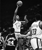 Golden State Warrior Clinton Smith against the San Antonio Spurs..(1987 photo/Ron Riesterer)