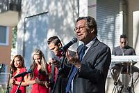 """Der """"Coro Gospel de Cuba"""" trat am Dienstag den 2. Juli 2019 im Garten der Kubanischen Botschaft in Berlin auf.<br /> Rechts im Bild: Markus Droege, Bischof der Evangelischen Kirche Berlin-Brandenburg-schlesische Oberlausitz. <br /> 2.7.2019, Berlin<br /> Copyright: Christian-Ditsch.de<br /> [Inhaltsveraendernde Manipulation des Fotos nur nach ausdruecklicher Genehmigung des Fotografen. Vereinbarungen ueber Abtretung von Persoenlichkeitsrechten/Model Release der abgebildeten Person/Personen liegen nicht vor. NO MODEL RELEASE! Nur fuer Redaktionelle Zwecke. Don't publish without copyright Christian-Ditsch.de, Veroeffentlichung nur mit Fotografennennung, sowie gegen Honorar, MwSt. und Beleg. Konto: I N G - D i B a, IBAN DE58500105175400192269, BIC INGDDEFFXXX, Kontakt: post@christian-ditsch.de<br /> Bei der Bearbeitung der Dateiinformationen darf die Urheberkennzeichnung in den EXIF- und  IPTC-Daten nicht entfernt werden, diese sind in digitalen Medien nach §95c UrhG rechtlich geschuetzt. Der Urhebervermerk wird gemaess §13 UrhG verlangt.]"""