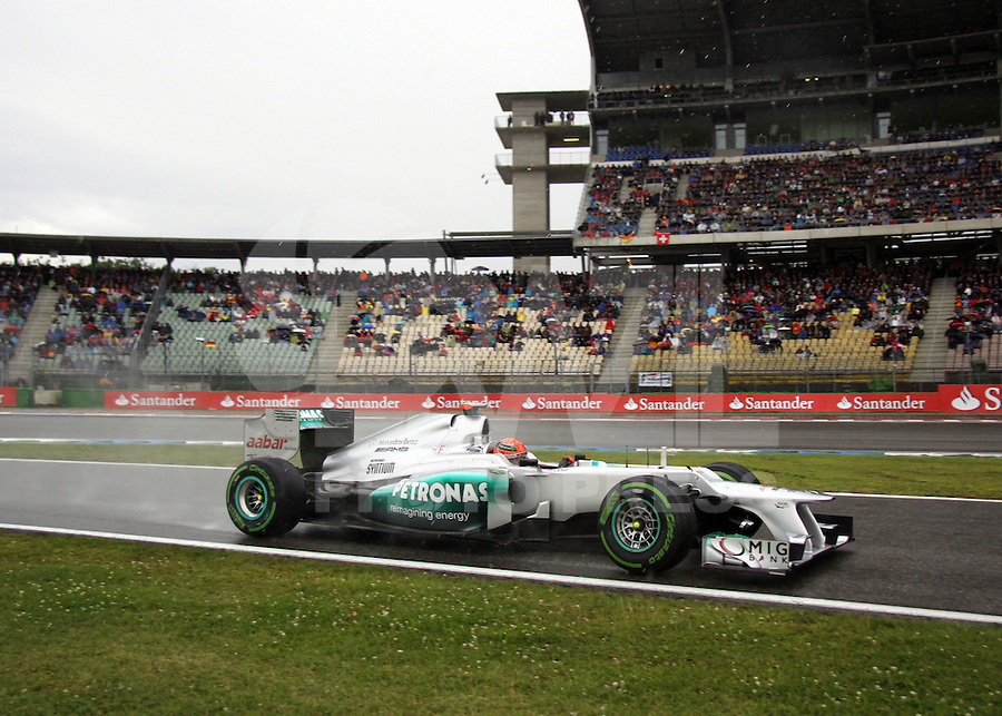 HOCKENHEIM, ALEMANHA, 21 JULHO 2012 - FORMULA 1 - GP DA ALEMANHA -   O piloto alemao Michael Schumacher durante  treino livre no circuito de Hockenheim nesta sabado, 21. Amanha acontece a 10 etapa da F1 no GP da Alemanha. (FOTO: PIXATHLON / BRAZIL PHOTO PRESS).
