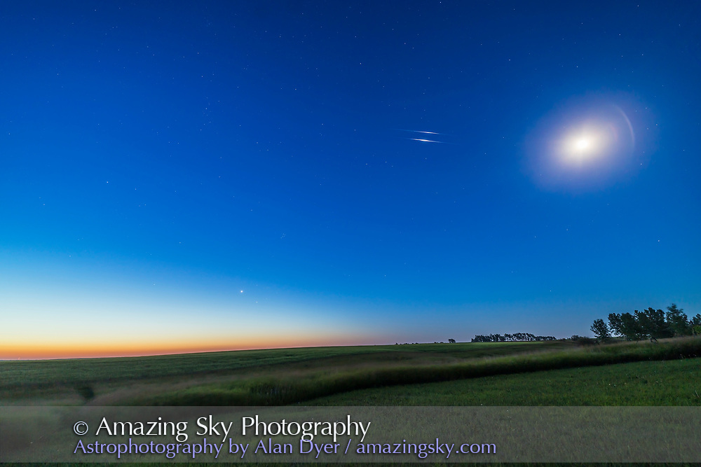 Twin Iridium Flares at Dawn | Amazing Sky Astrophotography