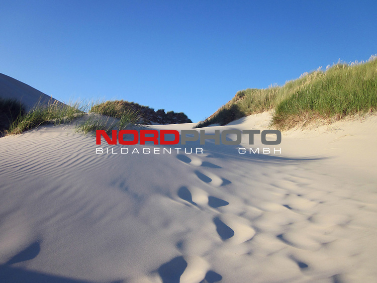 09.08.2013, Nordseeinsel Amrum, GER, im Bild Spuren im Sand, Foto © nph / Kohring *** Local Caption ***