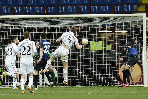 14.03.2013. Milan, Italy. Europa League second leg tie, Inter Milan versus Tottenham Hotspur. Photo shows as the ball clears Vertonghens head and the 2nd Goal is scored by Ricardo Alvarez