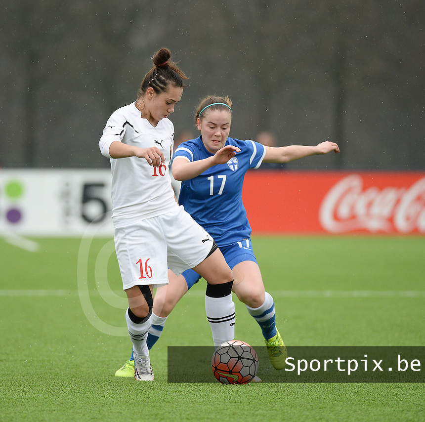 20160405  - Eibergen , NETHERLANDS : Finland's Iida Laakkonen (R) and Belarussian Zarina Kapustina (L) pictured during the soccer match between the women under 19 teams of Finland and Belarus , on the first matchday in group 3 of the UEFA Women Under19 Elite rounds in Eibergen , Netherlands. Tuesday 5 th April 2016 . PHOTO DIRK VUYLSTEKE / Sportpix.be
