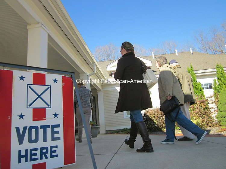 WOODBURY, CT - 6 Nov 2012 - 110612RH04 - Voters head to the polls at the Senior and Community Center in Woodbury. Rick Harrison Republican-American