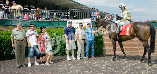 Castle Creeping winning at Delaware Park on 6/9/12