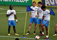 BARRANQUILLA - COLOMBIA  –  03  – 10 -  2017: Yimmi Chará (Izq.), Mateus Uribe (2 Izq.), James Rodríguez (2 Der.) y Juan Guillermo Cuadrado (Der.), jugadores de la Selección Colombia, durante entreno en el estadio Metropolitano Roberto Melendez. El equipo colombiano se prepara en Barranquilla para el partido contra la selección de Paraguay el 05 de octubre, partido clasificatorio a la Copa Mundial de la FIFA Rusia 2018. / Yimmi Chará (L), Mateus Uribe (2 L), James Rodríguez (2 R) and Juan Guillermo Cuadrado (R), Colombia national team players, during a training at the Metropolinano Roberto Melendez Stadium. Colombia team prepares for the match against Paraguay team on October 05, qualifying for the FIFA World Cup Russia 2018.  Photo: VizzorImage / Luis Ramirez/ Staff.