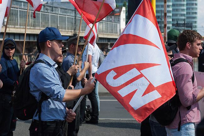 Am Samstag den 26. April 2014 versuchte die Neonazipartei NPD in Berlin erneut einen Aufmarsch durch den Stadtteil Kreuzberg. 6.000 Menschen protestierten mit diversen Blokade dagegen und verhinderten, dass die ca 70 Neonazis weiter als 150m laufen konnten.<br /> So war nach 3 Minuten Marsch f&uuml;r die NPD Schluss und die Neonazis mussten zum Startpunkt am S-Bahnhof Jannowitzbruecke umdrehen. Auch wenn ueber den NPD-Lautsprecherwagen mehrfach behauptet wurde, die Demonstration sei in Kreuzberg, ist doch richtig, dass die Neonazis sich nur in Berlin-Mitte befanden.<br /> 26.4.2014, Berlin<br /> Copyright: Christian-Ditsch.de<br /> [Inhaltsveraendernde Manipulation des Fotos nur nach ausdruecklicher Genehmigung des Fotografen. Vereinbarungen ueber Abtretung von Persoenlichkeitsrechten/Model Release der abgebildeten Person/Personen liegen nicht vor. NO MODEL RELEASE! Don't publish without copyright Christian-Ditsch.de, Veroeffentlichung nur mit Fotografennennung, sowie gegen Honorar, MwSt. und Beleg. Konto:, I N G - D i B a, IBAN DE58500105175400192269, BIC INGDDEFFXXX, Kontakt: post@christian-ditsch.de<br /> Urhebervermerk wird gemaess Paragraph 13 UHG verlangt.]
