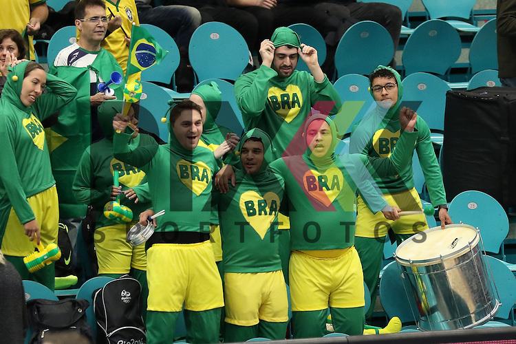 Kolding (DK), 07.12.15, Sport, Handball, 22th Women's Handball World Championship, Vorrunde, Gruppe C, DR Kongo-Brasilien : Fans Brasilien<br /> <br /> Foto &copy; PIX-Sportfotos *** Foto ist honorarpflichtig! *** Auf Anfrage in hoeherer Qualitaet/Aufloesung. Belegexemplar erbeten. Veroeffentlichung ausschliesslich fuer journalistisch-publizistische Zwecke. For editorial use only.