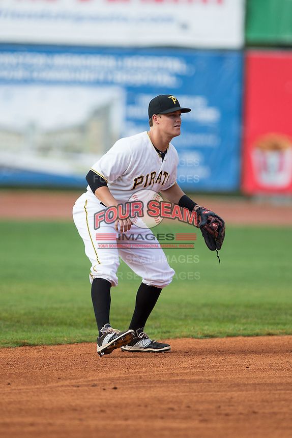 Bristol Pirates shortstop Logan Ratledge (25) on defense against the Johnson City Cardinals at Boyce Cox Field on July 7, 2015 in Bristol, Virginia.  The Cardinals defeated the Pirates 4-1 in game one of a double-header. (Brian Westerholt/Four Seam Images)