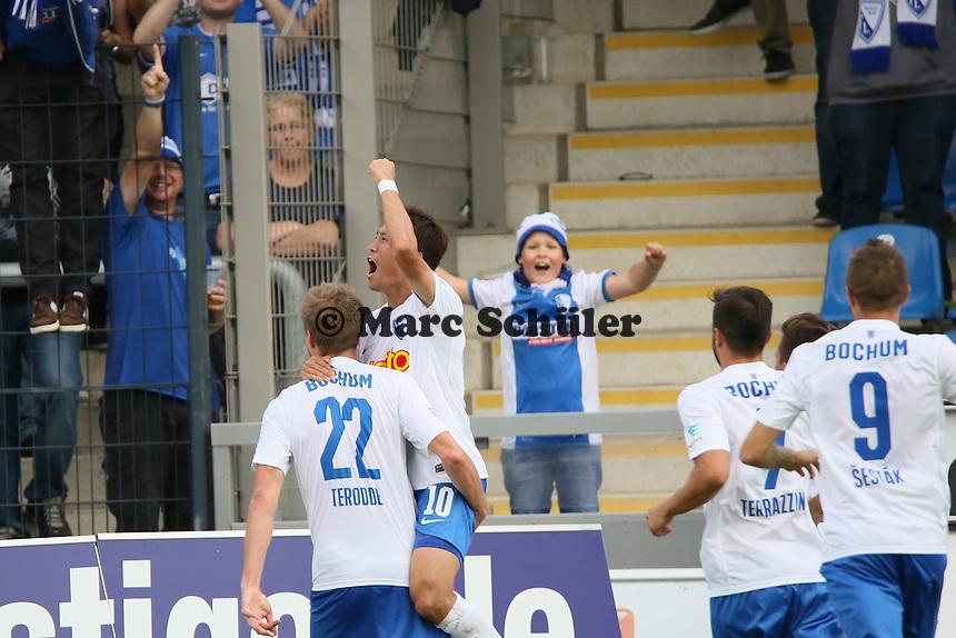Torjubel Simon Terodde (Bochum) nach dem Elfmetertor zum 1:3 - FSV Frankfurt vs. VfL Bochum, Frankfurter Volksbank Stadion