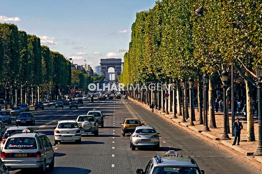 Avenida Champs Elysés, Paris. França. 2005. Foto de Rogério Reis.