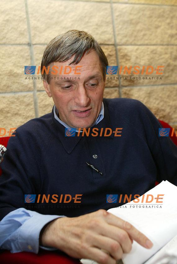 Roma 18 Giugno 2003<br /> Presentazione del &quot;Rapporto sui Diritti Globali 2003&quot; edito dal gruppo Abele e dalla CGIL.<br /> Don Luigi Ciotti