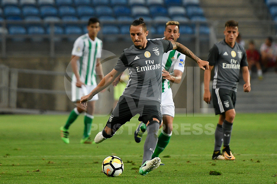 LOULE, PORTUGAL, 20.07.2017 - ALGARVE FOOTBALL CUP 2017: BENFICA x REAL BETIS - Fejsa, jogador do Benfica, durante a partida de futebol a contar para o Algarve Football Cup 2017 entre Benfica e Real Betis, no Estádio do Algarve, em Louke, Portugal, nessa quinta 20. (Foto: Bruno de Carvalho / Brazil Photo Press)