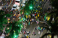 FOZ DO IGUAÇU, PR, 28.10.2018 – ELEIÇÕES-2918 – Eleitores que apoiam Jair Messias Bolsonaro (PSL) comemoram na Av. Jorge Schimmelpfeng, centro de Foz do Iguaçu (PR) a vitória do eleito presidente da República na noite deste domingo (28). (Foto: Paulo Lisboa/Brazil Photo Press)