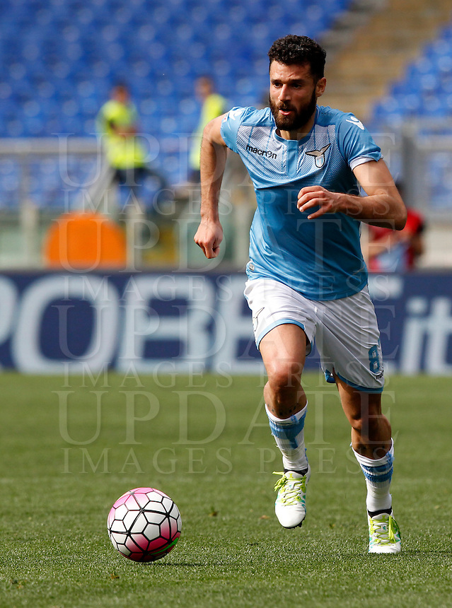 Calcio, Serie A: Lazio vs Roma. Roma, stadio Olimpico, 3 aprile 2016.<br /> Lazio&rsquo;s Antonio Candreva in action during the Italian Serie A football match between Lazio and Roma at Rome's Olympic stadium, 3 April 2016.<br /> UPDATE IMAGES PRESS/Riccardo De Luca