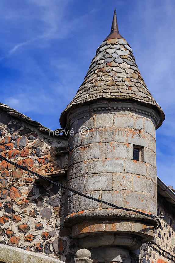 France, Haute-Loire (43), Fay-sur-Lignon, tourelle d'angle sur une maison du village // France, Haute Loire, Fay sur Lignon, corner turret on a village house