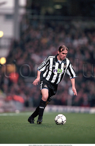 DANIEL CORDONE, West Ham 1 v NEWCASTLE 0, 0010128. Photo: Matthew Clarke/Action Plus...2000.soccer.NTL.football.association.club clubs.english.league.premiership.premier