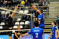 GRONINGEN - Volleybal, Lycurgus - Taurus,  seizoen 2018-2019, 08-12-2018 Lycurgus speler Niels de Vries tikt de bal over het blok