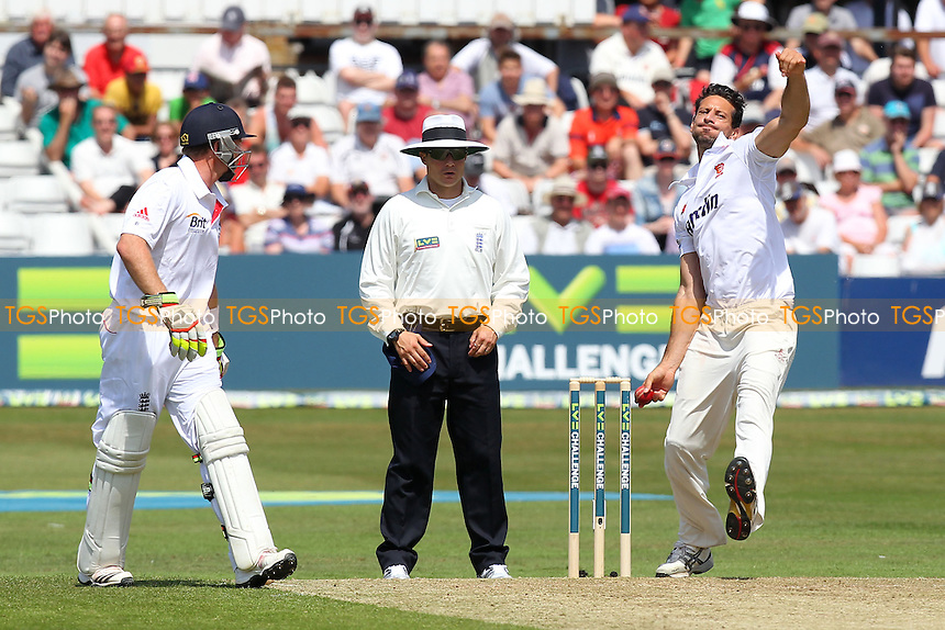 Saj Mahmood in bowling action for Essex - Essex CCC vs England - LV Challenge Match at the Essex County Ground, Chelmsford - 30/06/13 - MANDATORY CREDIT: Gavin Ellis/TGSPHOTO - Self billing applies where appropriate - 0845 094 6026 - contact@tgsphoto.co.uk - NO UNPAID USE