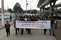 Porto Alegre (RS), 13/07/2019 - Crime / Homenagem Policiais - Populares durante caminhada em homenagem aos policiais mortos em Porto Alegre na manha deste sabado 13. (Foto: Naian Meneghetti/ Brazil Photo Press)