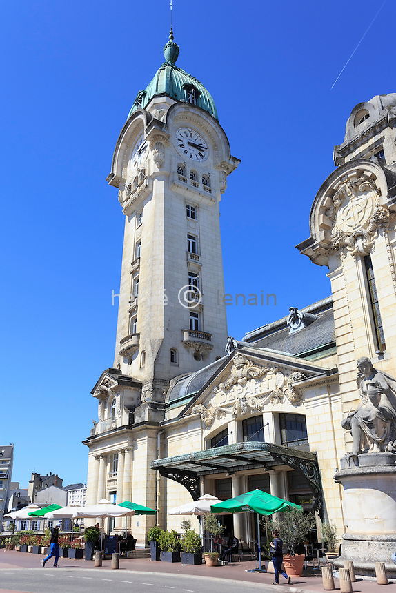 France, Haute-Vienne (87), Limoges, gare des Bénédictins, la tour-horloge // France, Haute Vienne, Limoges, Limoges Benedictins railway station