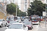 SAO PAULO, SP, 29.08.2014 - TRANSITO - SAO PAULO -Estrada do Itapecerica com lentidão nas aproximidades do Terminal João dias na manhã desta sexta-feira (29) - Zona Sul de São Paulo. (Foto: Fabricio Bomjardim / Brazil Photo Press),
