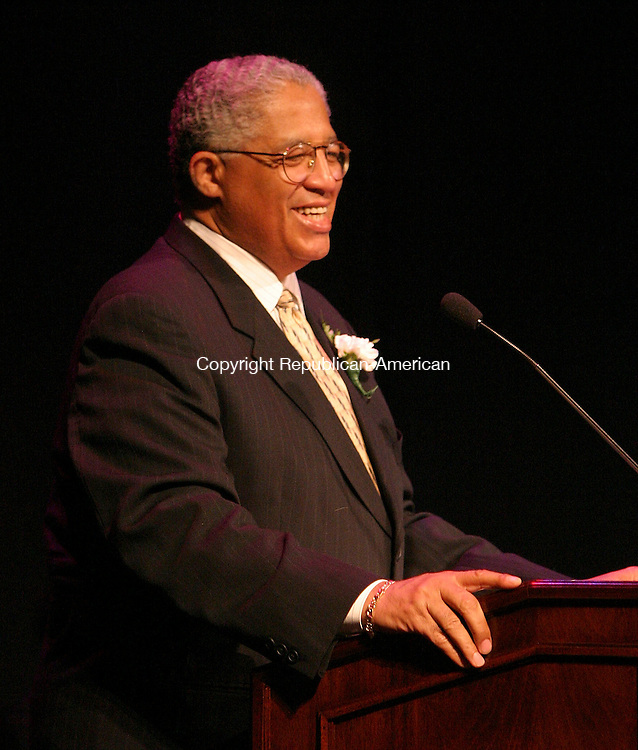 WATERBURY, CT -23 June 2005 -062305BZ08- Superintendent of Schools Dr. David Snead addresses the Waterbury Arts Magnet School eigth-grade  graduation excercises at the Palace Theater Thursday night.<br /> Jamison C. Bazinet Photo