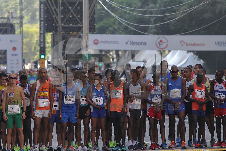 SÃO PAULO,  SP, 31.12.2018 - SÃO-SILVESTRE - Maratonistas durante a Corrida Internacional de São Silvestre na Avenida Paulista em São Paulo nesta segunda-feira, 31. (Foto: Nelson Gariba/Brazil Photo Press)