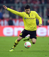 FUSSBALL  DFB-POKAL  VIERTELFINALE  SAISON 2012/2013    FC Bayern Muenchen - Borussia Dortmund          27.02.2013 Robert Lewandowski (Borussia Dortmund) Einzelaktion am Ball