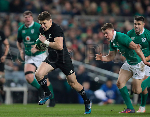 19.11.2016. Aviva Stadium, Dublin, Ireland. Guinness Autumn International Rugby. Ireland versus New Zealand. Beauden Barrett (New Zealand) makes a break into open field.