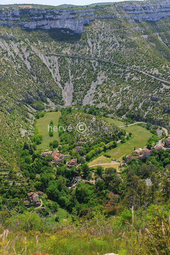 France, Gard (30), Vissec, cirque de Navacelles vu depuis le belvédère de la Doline // France, Gard, Vissec, the cirque de Navacelles seen from the viewpoint of the Doline