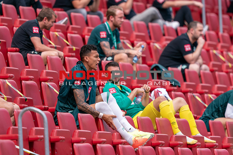Davie Selke  (SV Werder Bremen #09) schreit auf der Tribeune Stefanos Kapino (Werder Bremen #27) schau<br /> <br /> <br /> Sport: nphgm001: Fussball: 1. Bundesliga: Saison 19/20: 33. Spieltag: 1. FSV Mainz 05 vs SV Werder Bremen 20.06.2020<br /> <br /> Foto: gumzmedia/nordphoto/POOL <br /> <br /> DFL regulations prohibit any use of photographs as image sequences and/or quasi-video.<br /> EDITORIAL USE ONLY<br /> National and international News-Agencies OUT.