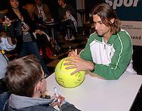 22-2-07,Tennis,Netherlands,Rotterdam,ABNAMROWTT, Autographsession with Ferrer