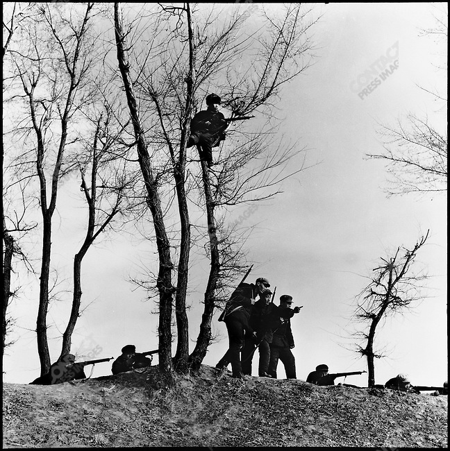 Production brigade members are trained in militia techniques. Ashihe commune, Acheng county, Heilongjiang province, 16 April 1965.