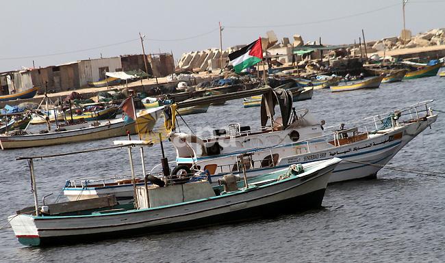 Palestinian flag raised on a boat in Gaza Port  , in Gaza City on Oct. 17,2010  . Photo by Ashraf Amra