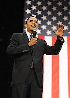 Barak Obama speaks in San Antonio before a crowd of 8000 on 2/29/08 at the Verizon Wireless Ampitheater.  (Marvin Pfeiffer/PressPhotoIntl.com)