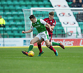 4th November 2017, Easter Road, Edinburgh, Scotland; Scottish Premiership football, Hibernian versus Dundee; Dundee's Lewis Spence close in on Hibernian's John McGinn