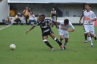 SANTOS, SP, 05 MARÇO DE 2012 - CAMP. PAULISTA - SANTOS X CORINTHIANS -Lance Corinthians durante partida entre Santos x Corinthians na Vila Belmiro.. (FOTO: ADRIANO LIMA - BRAZIL PHOTO PRESS)