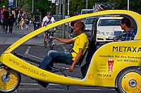 Transporte  em bicitaxi. Berlin. Alemanha. 2011. Foto de Juca Martins.