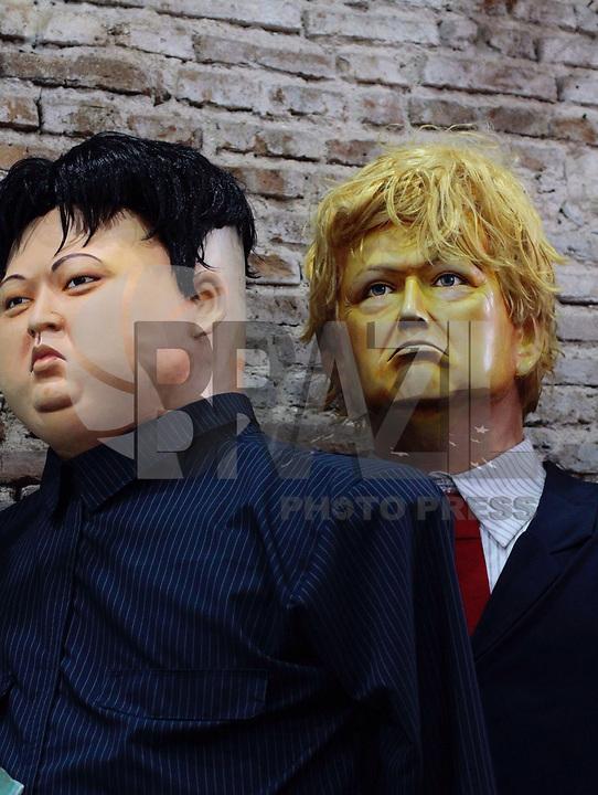 RECIFE,PE - 27.01.2018 - CARNAVAL-PE- Bonecos gigantes do Líder da Coreia do Norte Kim Jong-un e do Presidente Americano Donald Trump. Embaixada dos Bonecos Gigantes no Recife Antigo neste sábado, 27. (Foto: Jean Nunes/Brazil Photo Press)