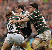 Leicester, ENGLAND.  Riki Flutey runs into, Sam Vesty and Martin Corry, Guinness Premiership Semi-Final. Leicester Tigers vs London Irish, at Welford Road, 05.2006. © Peter Spurrier/Intersport-images.com,  / Mobile +44 [0] 7973 819 551 / email images@intersport-images.com.   [Mandatory Credit, Peter Spurier/ Intersport Images].14.05.2006