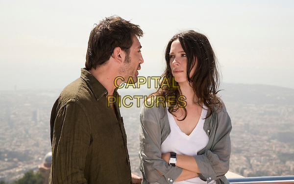 JAVIER BARDEM & REBECCA HALL.in Vicky Cristina Barcelona .*Filmstill - Editorial Use Only*.CAP/FB.Supplied by Capital Pictures.