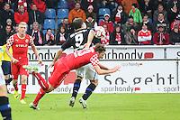 Adam Bodzek (Fortuna) gegen Edmond Kapllani (FSV)- FSV Frankfurt vs. Fortuna Düsseldorf, Frankfurter Volksbank Stadion