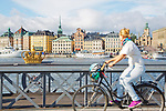 Europa, Skandinavien, Schweden, Stockholm, Blick von Skeppsholmen nach Oestermalm, Bruecke Skeppsholmen, Fahrradfahrer, Ostsee, Stadtansicht, Architektur<br /> <br /> Engl.:<br /> Europe, Scandinavia, Sweden, Stockholm, view from Skeppsholmen to Oestermalm, Skeppsholmen Bridge, cyclists, Baltic, Cityscape, Architecture