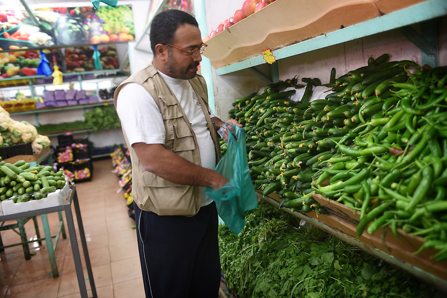 A PIECE OF JORDAN - TRAVEL FEATURE.ASAD'S BROTHER JETHRO SHOPPING FOR GROCERIES A THE LOCAL MARKET. PHOTO BY CLARE KENDALL. 07971 477316. A PIECE OF JORDAN - TRAVEL FEATURE.ASAD'S COUSIN JETHRO SHOPPING FOR GROCERIES A THE LOCAL MARKET. PHOTO BY CLARE KENDALL. 07971 477316.