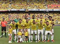 BARRANQUILLA - COLOMBIA -29-03-2016: Jugadores de Colombia posan para una foto de grupo previo partido entre Colombia y Ecuador de la fecha 6 para la clasificación sudamericana a la Copa Mundial de la FIFA Rusia 2018 jugado en el estadio Metropolitano Roberto Melendez en Barranquilla./  Players of Colombia pose to a photo during the formal events prior a match between Colombia and Ecuador of the date 6 for the qualifier to FIFA World Cup Russia 2018 played at Metropolitan stadium Roberto Melendez in Barranquilla. Photo: VizzorImage / Gabriel Aponte / Cont