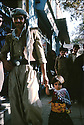 Iran 1979.Mahabad: Une petite fille avec son pere, un peshmerga, se promenant en ville.Iran 1979.Mahabad: A little girl with her father, a peshmerga, in the mainstreet of the city