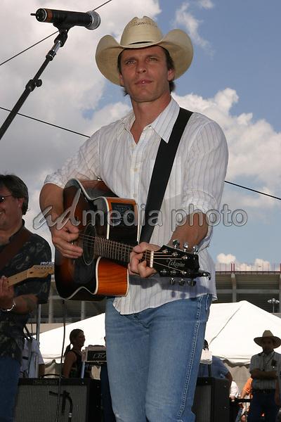 June 12th, 2004:  Nashville, TN, USA: CMA Music Festival Convention RiverFront Stages Day 3.  Lane Turner Performs.  Mandatory Photo Credit:  Ferguson/Admedia (c) Kevin Ferguson/2004