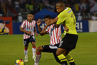 BARRANQUIILLA -COLOMBIA-01-09-2013. Luis Carlos Ruiz (I) del Junior disputa el balón con Alexis Henriquez (D) del Nacional en partido válido por la fecha 8 de la Liga Postobón II 2013 jugado en el estadio Metropolitano de la ciudad de Barranquilla./ Junior player Luis Carlos Ruiz (L) fights for the ball with Nacional player Alexis Henriquez (R) during match valid for the 8th date of the Postobon League II 2013 played at Metropolitano stadium in Barranquilla city.  Photo: VizzorImage/Alfonso Cervantes/STR